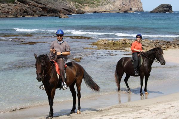 MNK Villas- Menorca en caballo